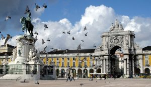 Pigeons fly around the main square of Lisbon Terreiro do Paco in Portugal, November 23, 2003. One of the most ancient cities in Europe Lisbon is dominated by its river Tagus and its cosmopolitan atmosphere. NO RIGHTS CLEARANCES OR PERMISSIONS ARE REQUIRED FOR THIS IMAGE REUTERS/Jose Manuel Ribeiro EURO 2004 PREVIEW CITYSCAPE  JR - RTR7K34