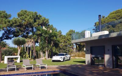 Porta da Frente Christie's recebe novo Porsche Taycan em iniciativa única