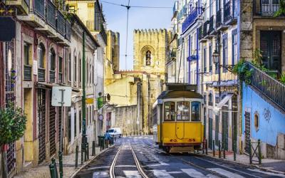 Lisboa sobre os trilhos do elétrico 28
